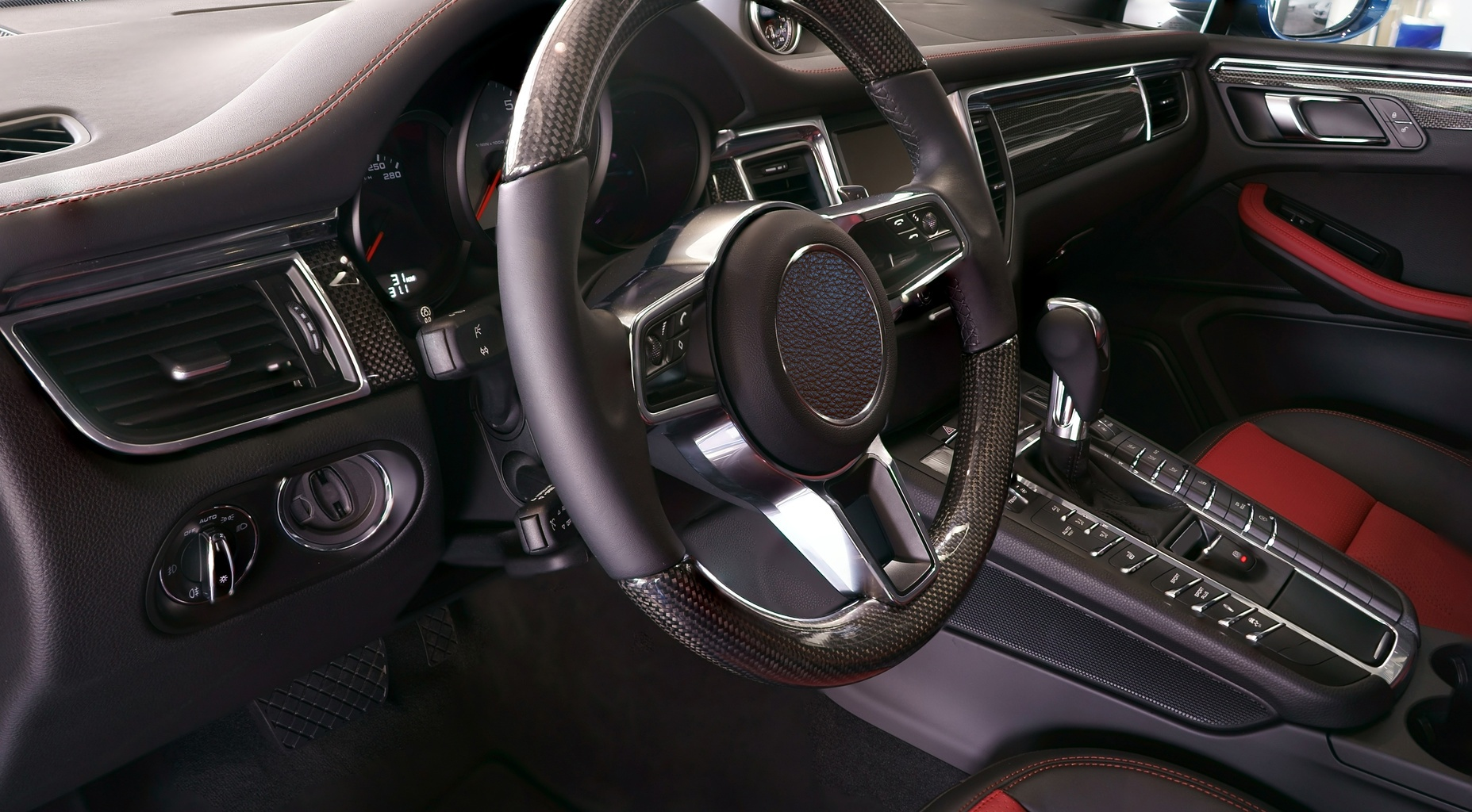 Steering wheel inside a vehicle equipped with an EPS system
