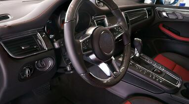Interior and steering wheel of a vehicle with an HPS system